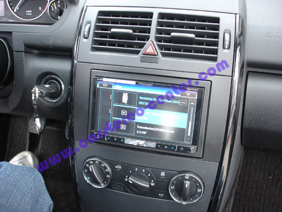 pioneer avh8400bt un monitor doppio din per la mercedes. Black Bedroom Furniture Sets. Home Design Ideas